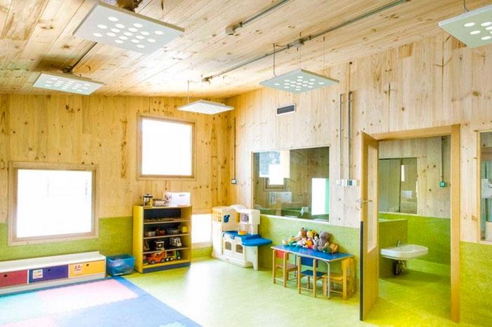 alrededor de m de edificio en una planta nica con forma de uclud para infantil y parvulario con entradas y propio patio de recreo